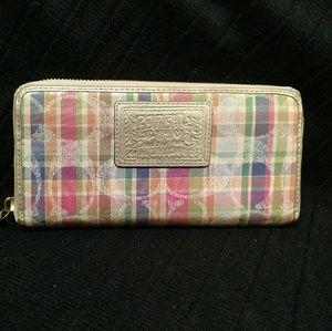 Plaid accordion classic C all around zip wallet